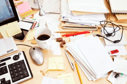 elszennyedőző iroda|piszkos íróasztal